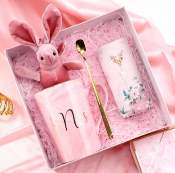 Geschenkset Box mit Plüschhase Tasse Taschentuch und Löffel
